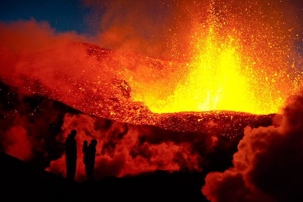 Image from http://news.nationalgeographic.com/news/2010/04/photogalleries/100402-iceland-volcano-tourism-pictures/