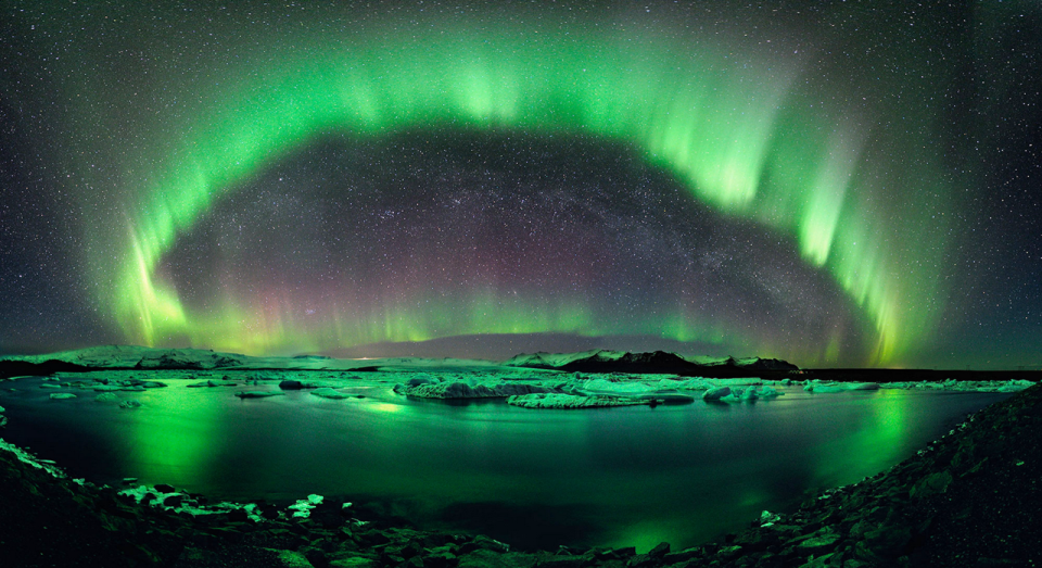 Image from http://www.thedesktopwallpaper.com/2011/06/northern-lights-wallpaper_30.html?m=0